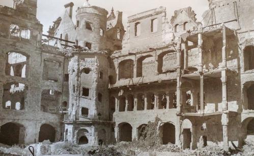 zwinger Palace bombed